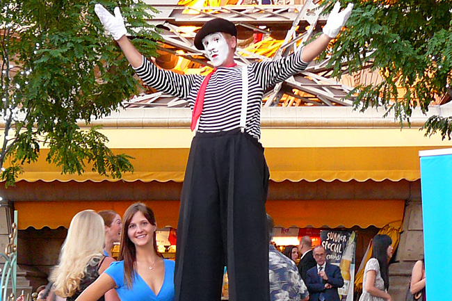 Mime Stilt Walkers In Las Vegas